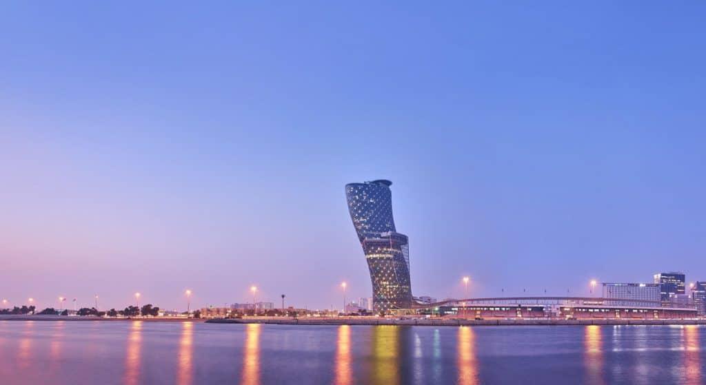 Schiefer Turm Abu Dhabi