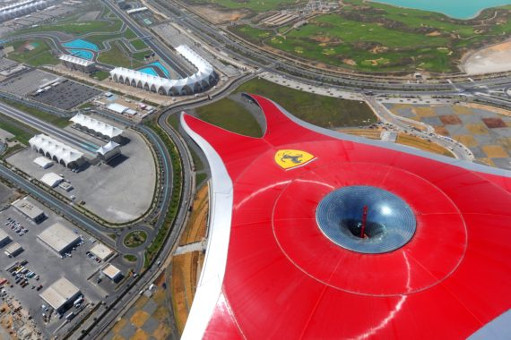 Ferrari World Abu Dhabi gibt Gas