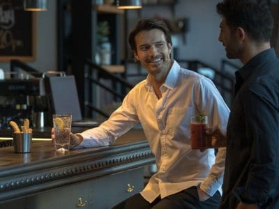 Gespräch in Bar Dubai