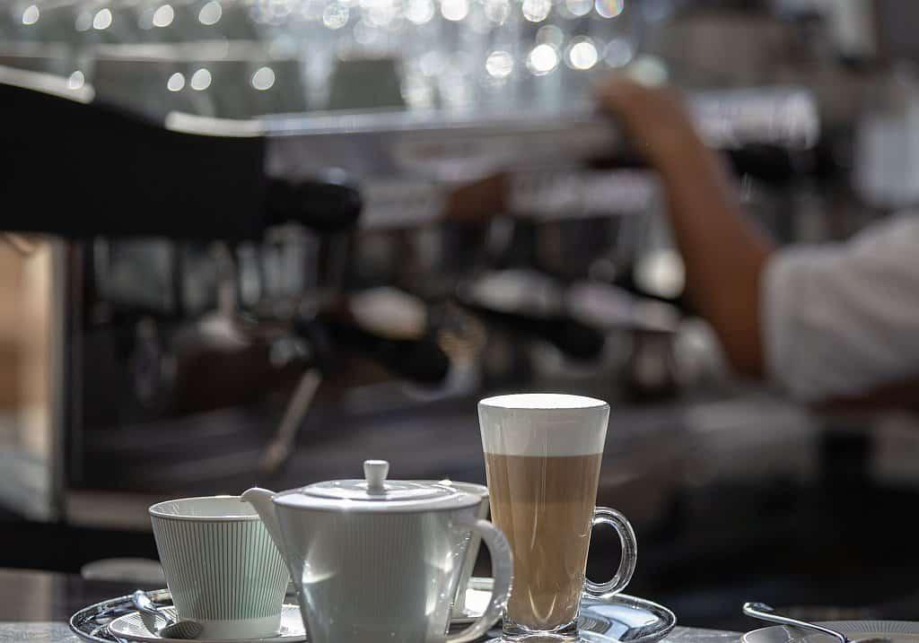 Kaffee im Luxushotel Dubai