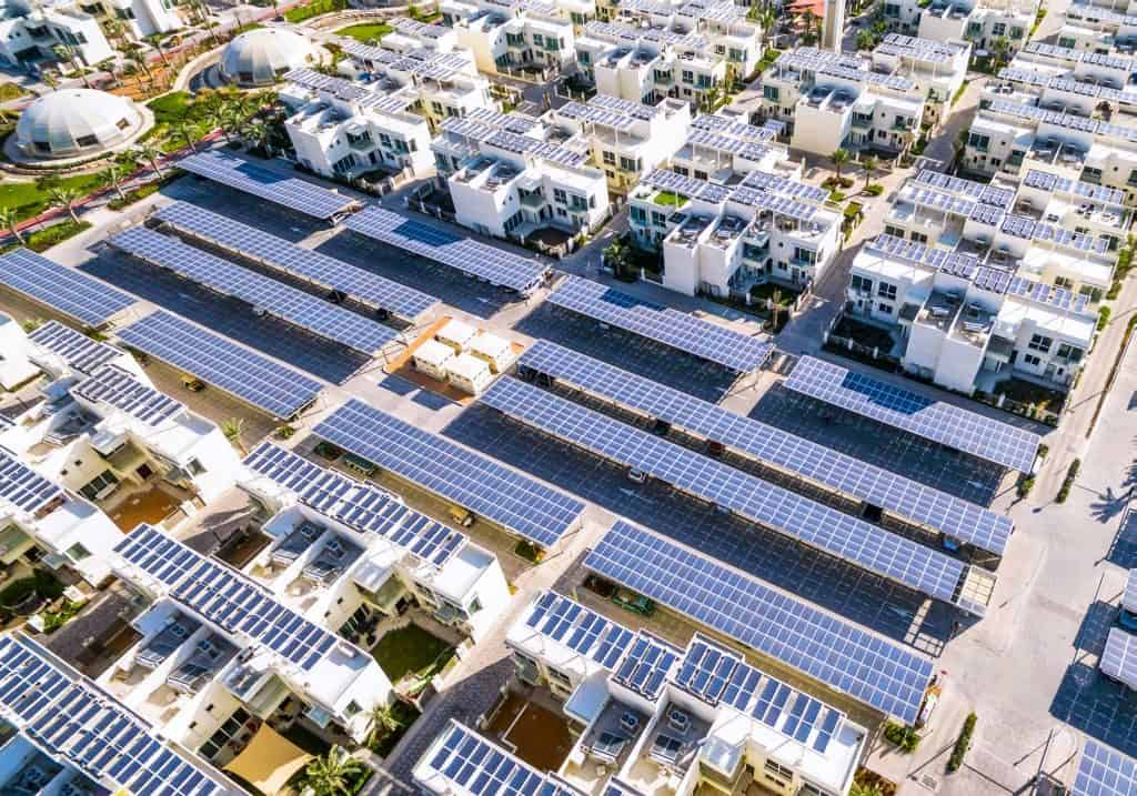 Sustainable City Carport mit Solaranlage