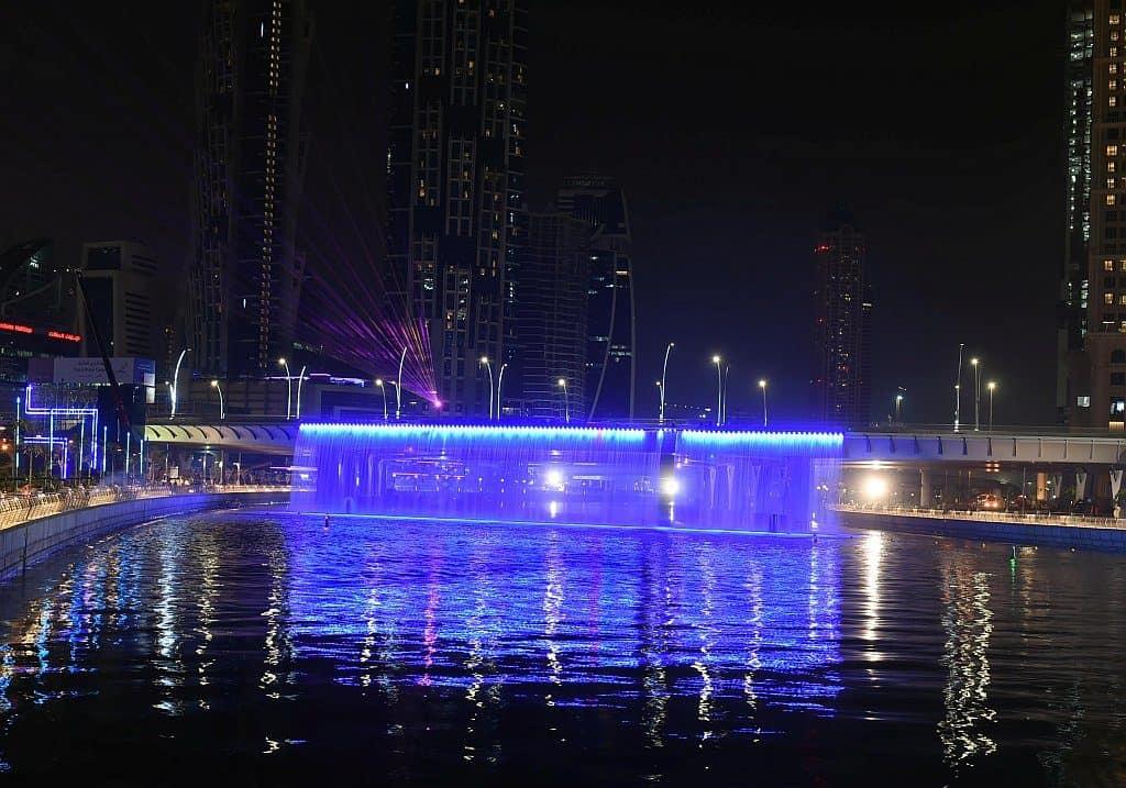 Spaziergang am Dubai Canal