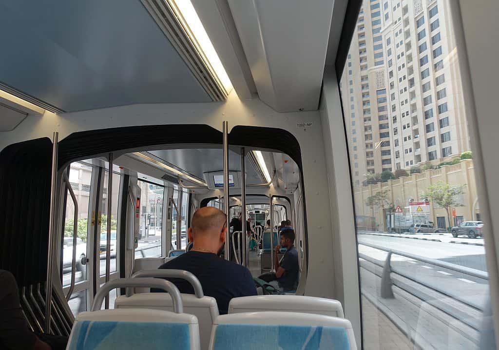 Dubai tram Innen