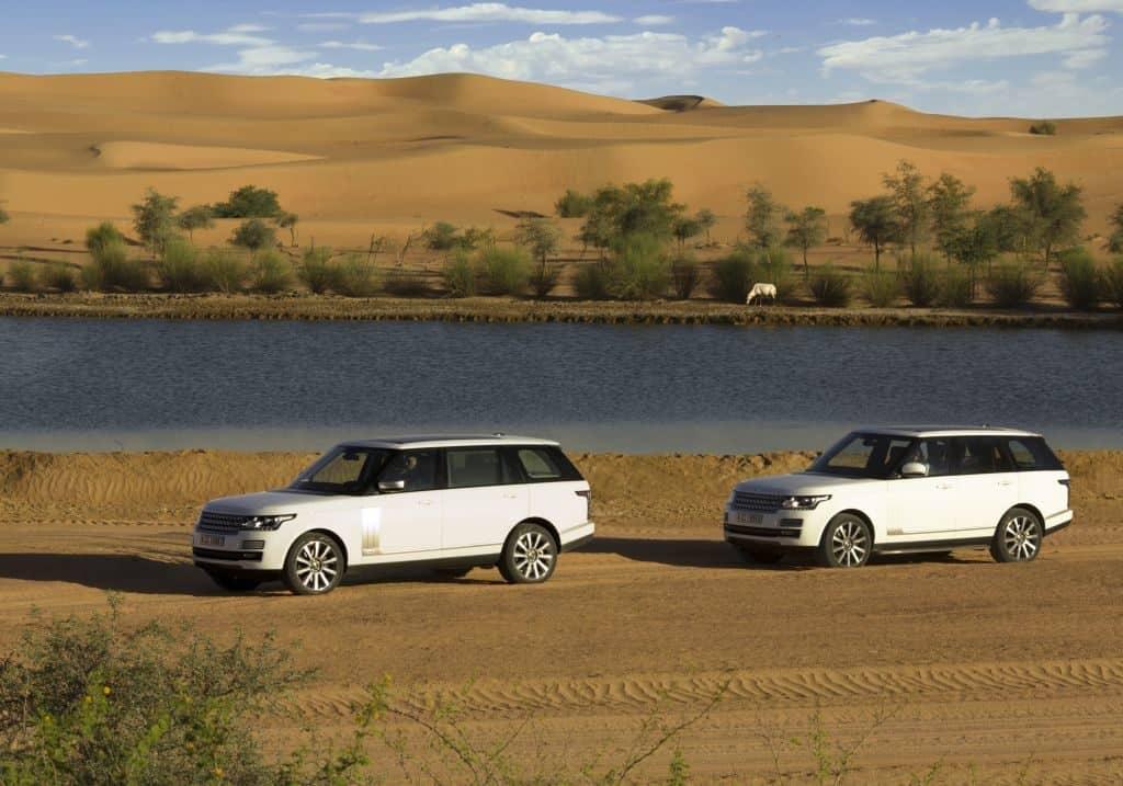 Range Rover am Wüstensee