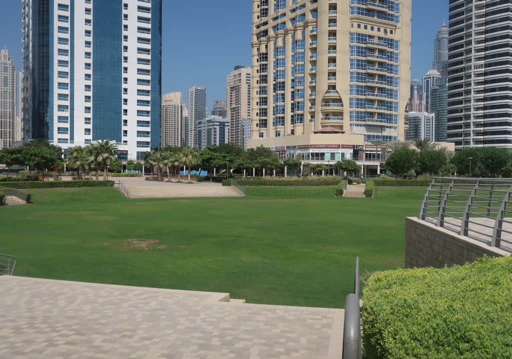 Grünfläche Jumeirah Lake Towers