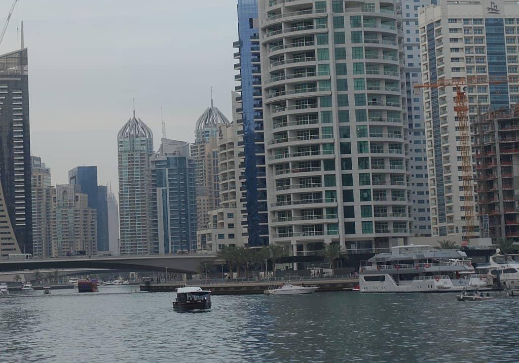 Boot in der Dubai Marina