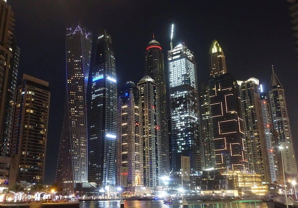 Dubai Marian am Abend