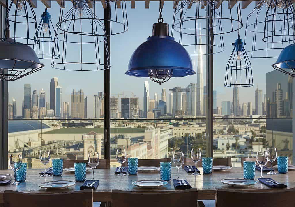 TASCA mit Skyline Dubai