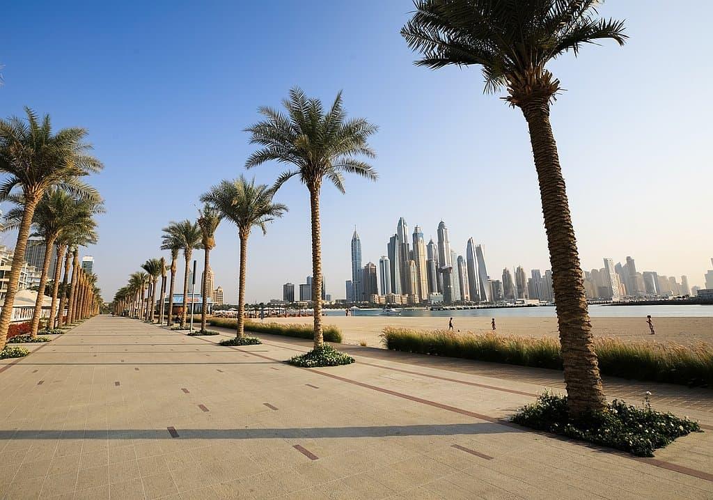 Palm West Beach Dubai Palmenstrand