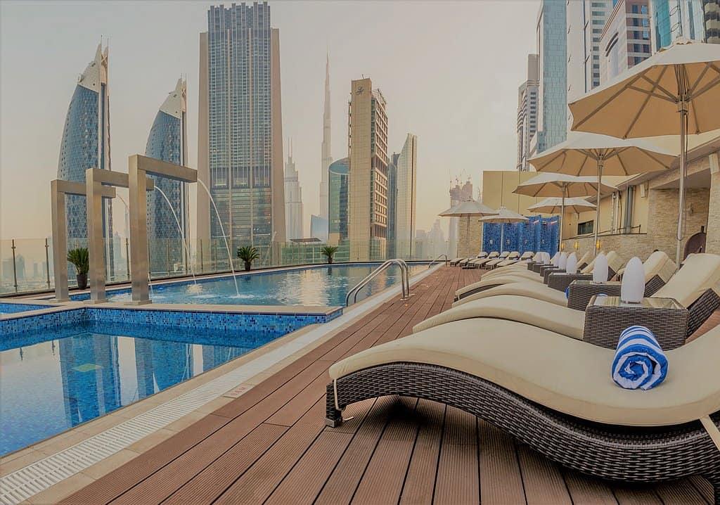 Pool im höchsten Hotel der Welt