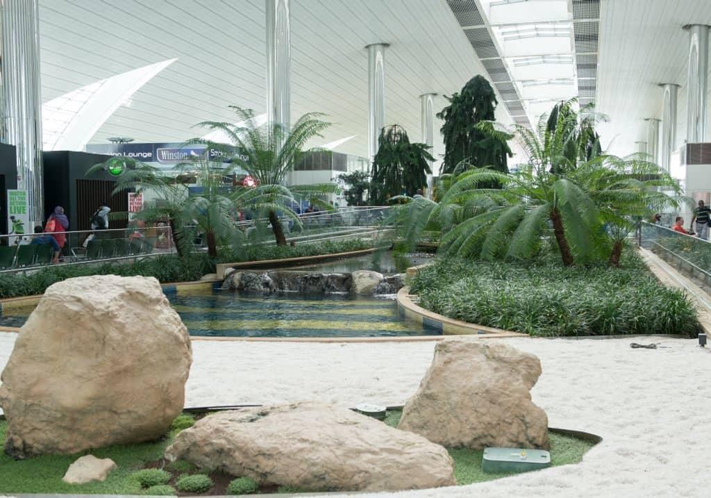 Gärten im Flughafen Dubai